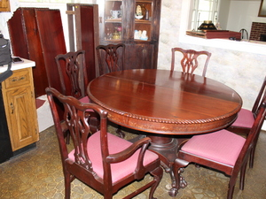 Awesome Claw Foot Dining Room Set -  expandable to 9.5'      (Kitchen)